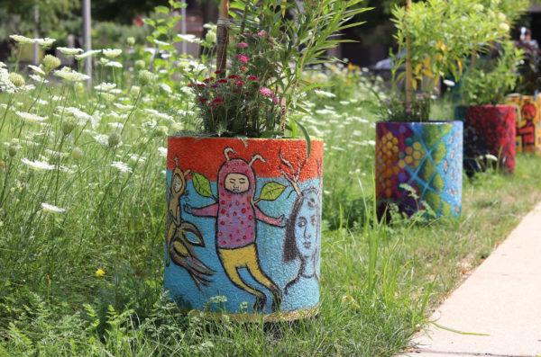 Social Pollinators