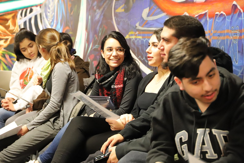 Students from L@s Ganas during a dialogue.